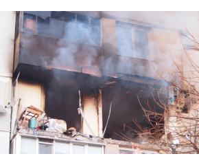 Взрив в жилищен блок във Варна, двама души са загинали (обзор)