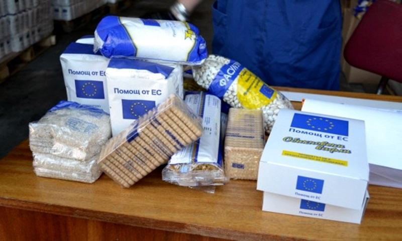 Едва 53 на сто от имащите право на хранителни помощи 2516 семейства в Ямбол са получили своето дарение, съобщи директорът на Областния секретариат на БЧК...