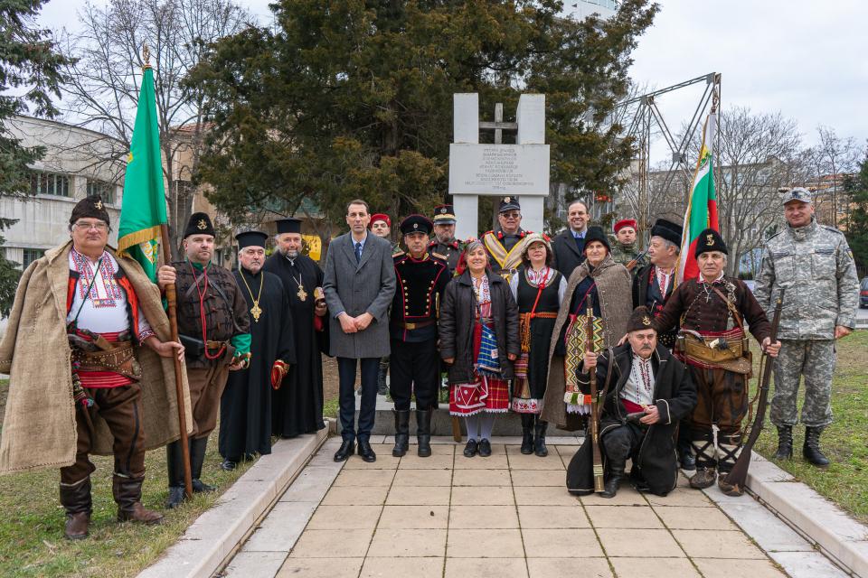 """Тържествено Ямбол отбеляза 142 години от Освобождението от османско иго. Проявите започнаха в навечерието на празника с пешеходния тур """"По следите на нашето..."""