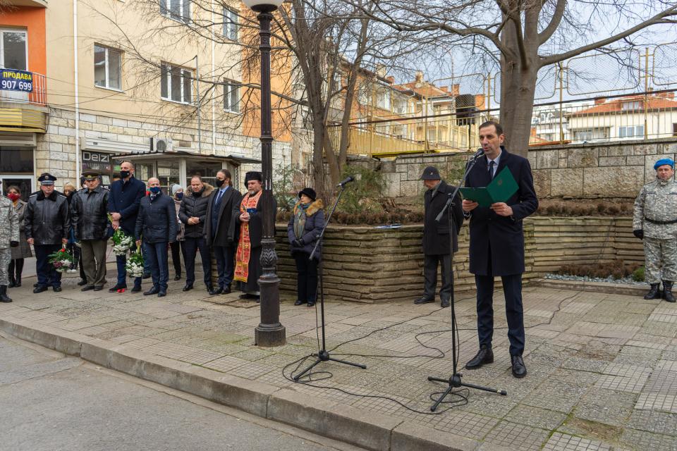 С тържествена церемония, съобразена с противоепидемичните мерки, Община Ямбол почете 143-та годишнина от Освобождението на града от османско робство. Тя...
