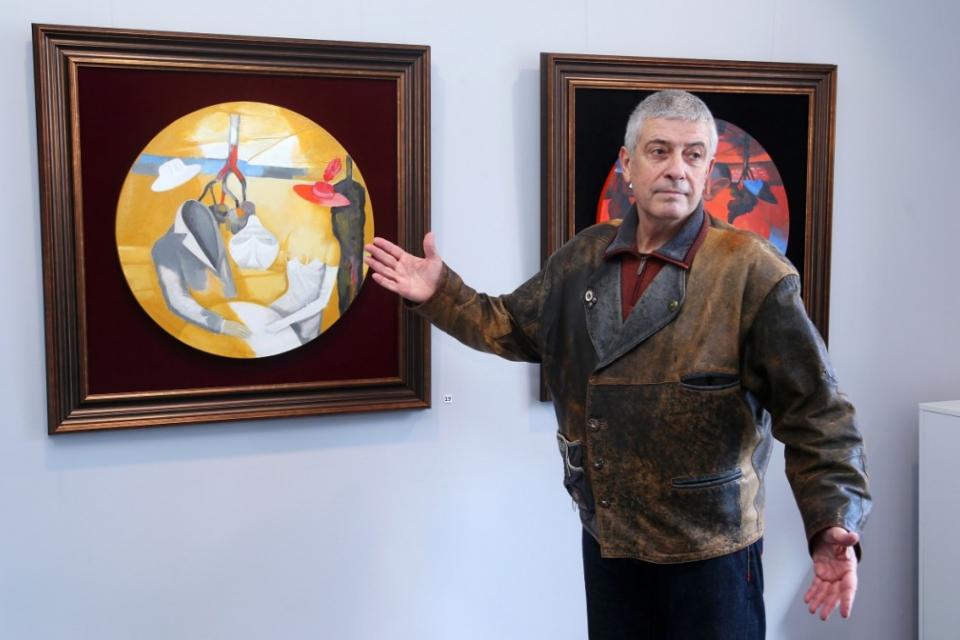 """Синът на поета Пеньо Пенев, художникът на щедрата палитра Владимир Пенев, днес е гост на Ямбол. В художествената галерия """"Жорж Папазов"""" в Ямбол ще бъде..."""