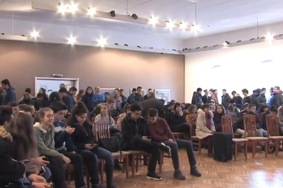 """В Ямбол за 26-та година се проведе националното зимно математическо състезание """"Атанас Радев"""" за гимназисти, съобщи директорът на едноименната математическа..."""