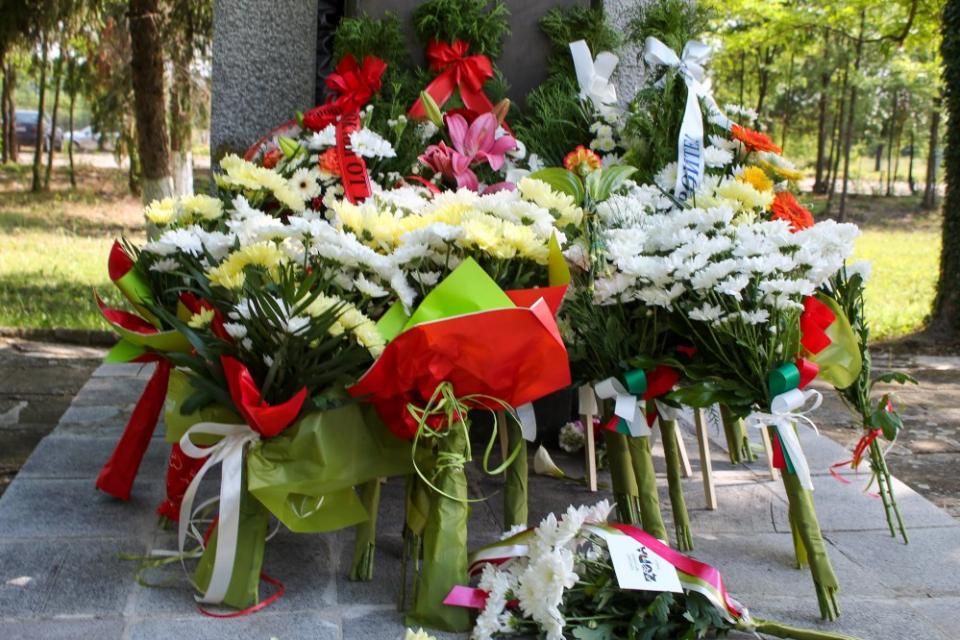 """В двора на Професионална гимназия по земеделие """"Христо Ботев"""" ще се състои традиционната церемония по честването на 2 юни - Ден на Ботев и на загиналите..."""
