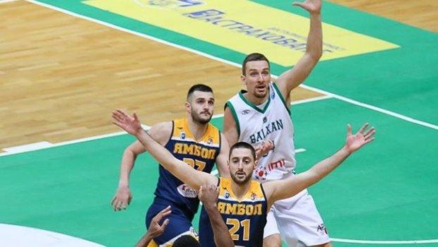 Младите баскетболни таланти на Ямбол Александър Матушев и Десислав Георгиев трупат фенове в социалните мрежи откакто баскетболът бе прекъснат у нас. Двамата...