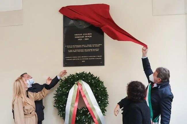 """Директорът на ямболската художествена галерия """"Жорж Папазов"""" е авторът на паметната плоча на оперния певец Николай Гяуров, която беше открита в италианския..."""