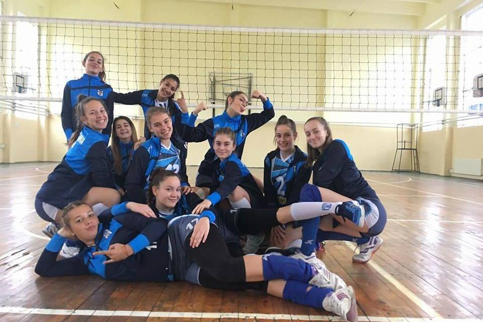"""Момичетата от волейболен клуб """"Тунджа""""-Ямбол участват в турнира на кадетките, родени 2003-2004 година, който се провежда от 8 до 10 ноември в Казанлък..."""
