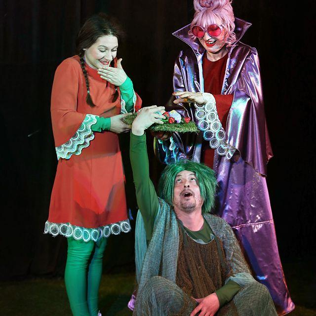 """И в началото на този театрален сезон, Драматичен театър """"Невена Коканова"""" остава верен на репертоарната си политика и обръща своето внимание към детската..."""