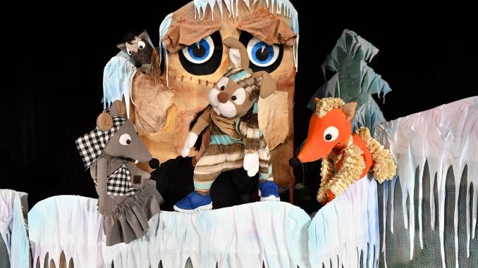 """Ямболският Куклен театър """"Георги Митев-Жоро"""" открива на 9 януари сцената си за тази година с пиесата """"Дядовата ръкавичка"""". Представлението ще е от 11 часа..."""