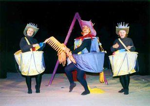 """Ямболският куклен театър """"Георги Митев-Жоро"""" продължава да осигурява всяка седмица онлайн-представление за децата и техните родители. Утре след 18 часа..."""