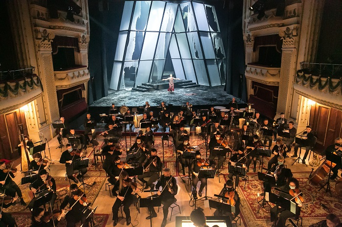 Петиция за спасяване на оперните певци в Българиянабира подписи. Инициирана от тенора от ЯмболПетър Костов, подписката призовава да бъдат затворени оперните...