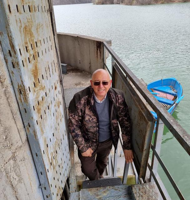 """Министърът на околната среда и водите Емил Димитров провери готовността на язовир """"Асеновец"""" да поеме висока вълна заради очакваните обилни валежи и снеготопенето...."""