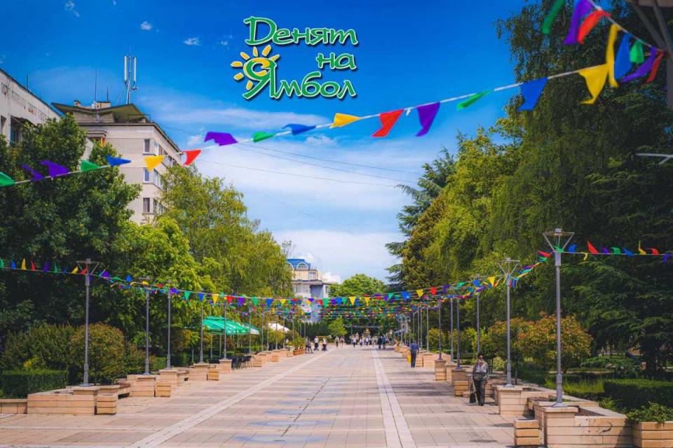 Ямбол отбелязва Свети дух като празник на града от 1993 г. Тогава в цялата страна се поде инициатива всеки град да има свой ден. На сесия на общинските...