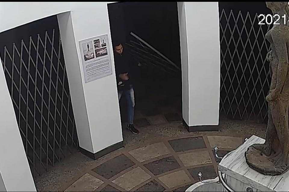 Броени часове след публикуване на видео с последната вандалска проява над обществено имущество, служители от РУ-Ямбол установиха млад мъж, нанесъл увреждане...