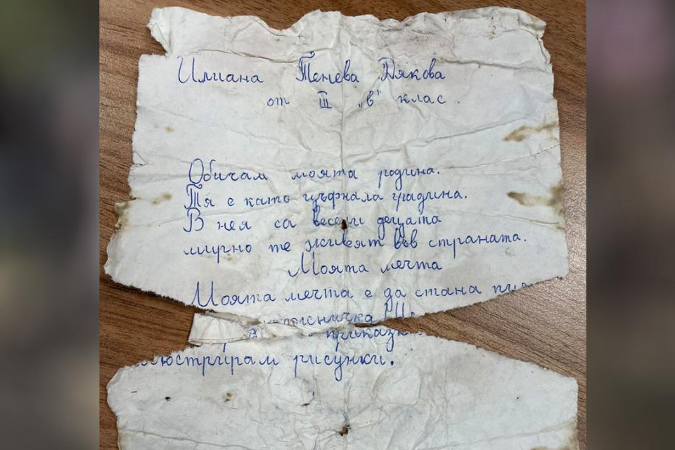 """Както вече от Радио 999 първи ви информирахме, служители на община Ямбол, при облагородяване на градинката пред бившето училище """"Кирил и Методий"""", бе открита..."""