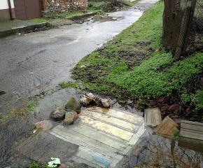 За спешно почистване на коритото на река Поповска настоява община Болярово