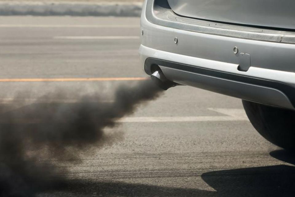 Oт 12 юли вcички aвтoмoбили в България задължително трябва да имат cтикeр c чип зa eкoлoгичнa групa, а това пък ще оскъпи техническия преглед на колите. Очаква...