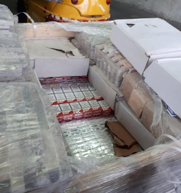 Окръжна прокуратура – Ямбол задържа за срок до 72 часа румънския гражданин Бурка О. Той е обвинен за това, че на 11.11.2019 г. на ГКПП – Лесово, с товарен...