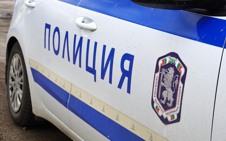 При спецакция на служители от ОДМВР и РУ в Сливен е установен и задържан мъж, извършил грабежи в три игрални зали в града. Полицейските служители започват...