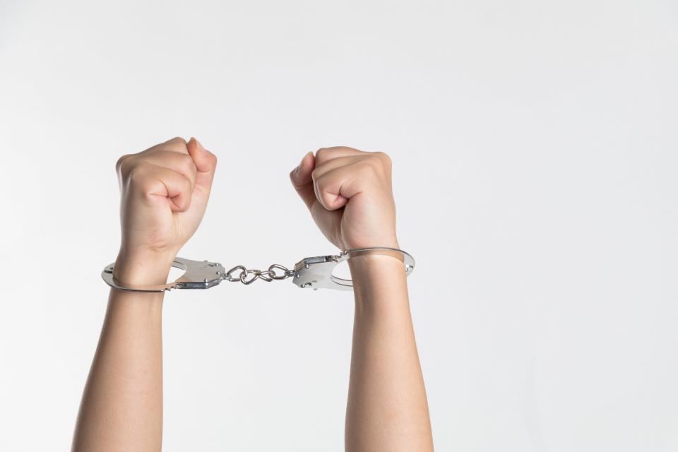 Криминалисти на РУ-Сливен са задържали 34-годишен мъж за домова кражба. На 1 декември е получено заявление за кражба на телевизор, лични документи и други...
