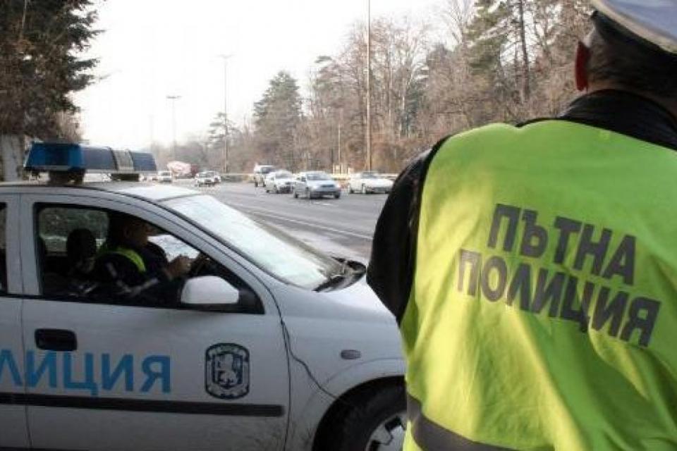 """Водач с фалшива шофьорска книжка е установен от полицейски служители на РУ-Сливен. На 15 юни, около 21,00 часа, нощният патрул на участък """"Петолъчка"""" е..."""