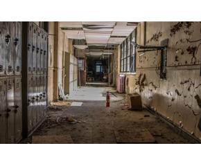 Закриват 11 средищни училища и 30 детски градини