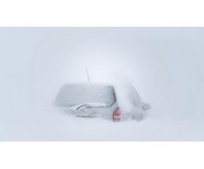 Закъсали от снега автомобили във варненско, осъмнаха с изпочупени прозорци