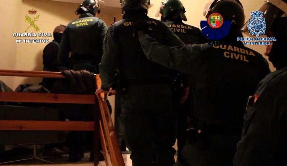 Националната полиция на Испания разби наркобанда, ръководена от 44-годишна българка въвВалядолид.При мащабна акция са задържани 32-ма души. При обиски...