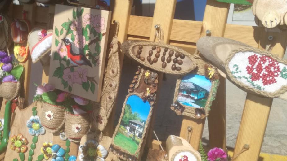 Български продукти, занаятчийски стоки и майсторски произведения представят занаятчии и производители на храни и напитки от цялата страна, които се събраха...
