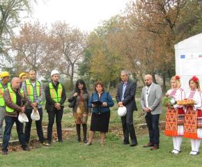 Започна изграждането на нова спортна площадка в Стралджа