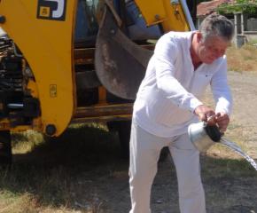 Започна изграждането на път в село Роза (видео)