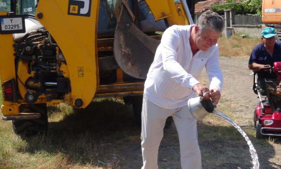 """На 29.07.2020 г., с официална церемония """"Първа копка"""", в с. Роза стартираха строително-монтажните работи по проект """"Изграждане и рехабилитация на улици..."""
