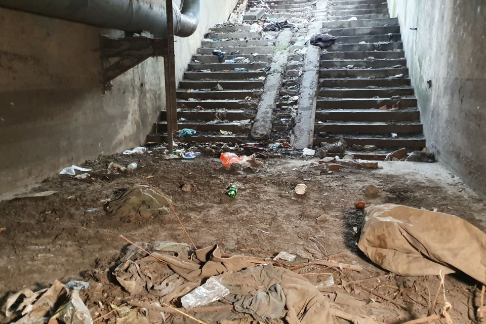 """В Ямбол стартира почистване и възстановяване на подлеза към бившото предприятие """"Ягода"""". Дейностите се извършват безвъзмездно от няколко ямболски фирми...."""