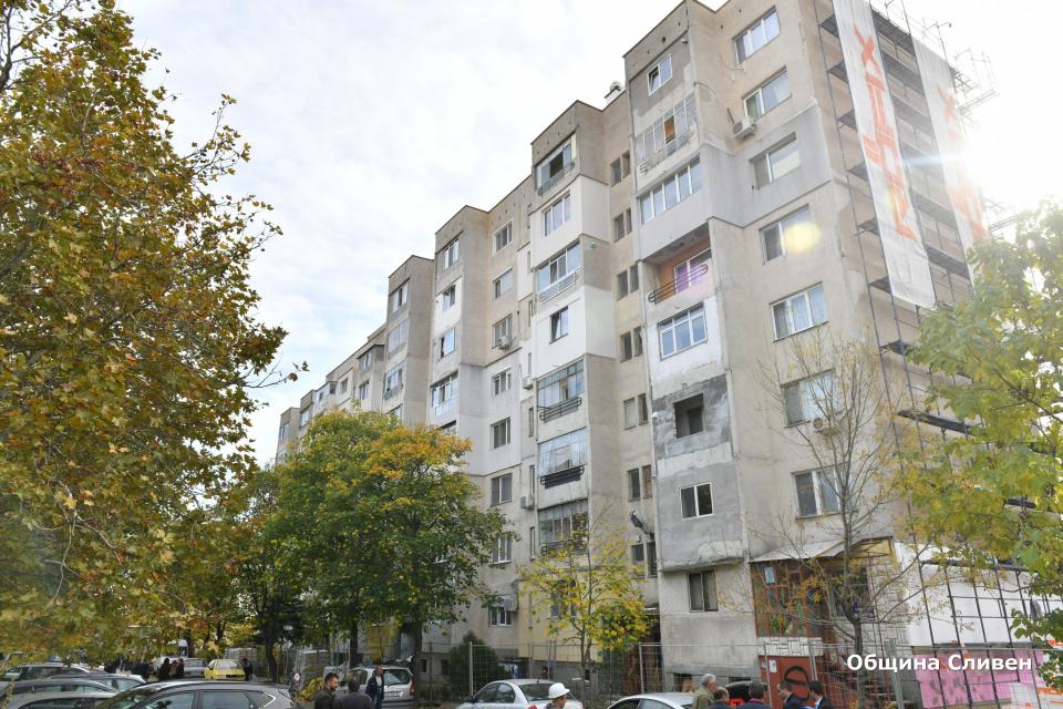 Започна санирането на 47-я поред блок от общо 51, които се обновяват по Националната програма за енергийна ефективност на многофамилни жилищни сгради. Временно...
