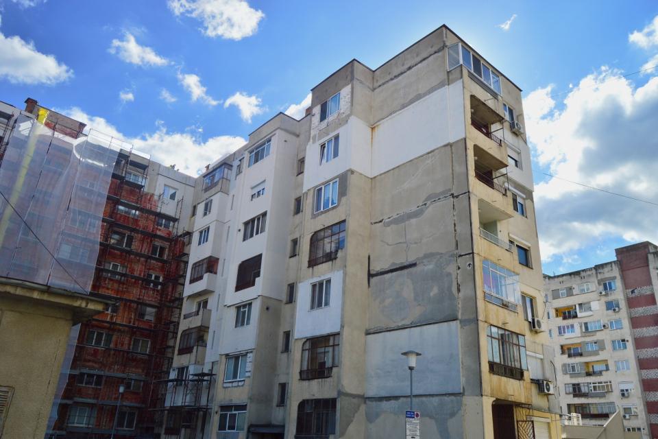 Още два жилищни блока предстои да бъдат обновени по Националната програма за енергийна ефективност на многофамилни жилищни сгради в Сливен. Това са блок...