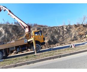 """Започна укрепване на скалния скат на бул.""""Банско шосе"""" в Сливен"""
