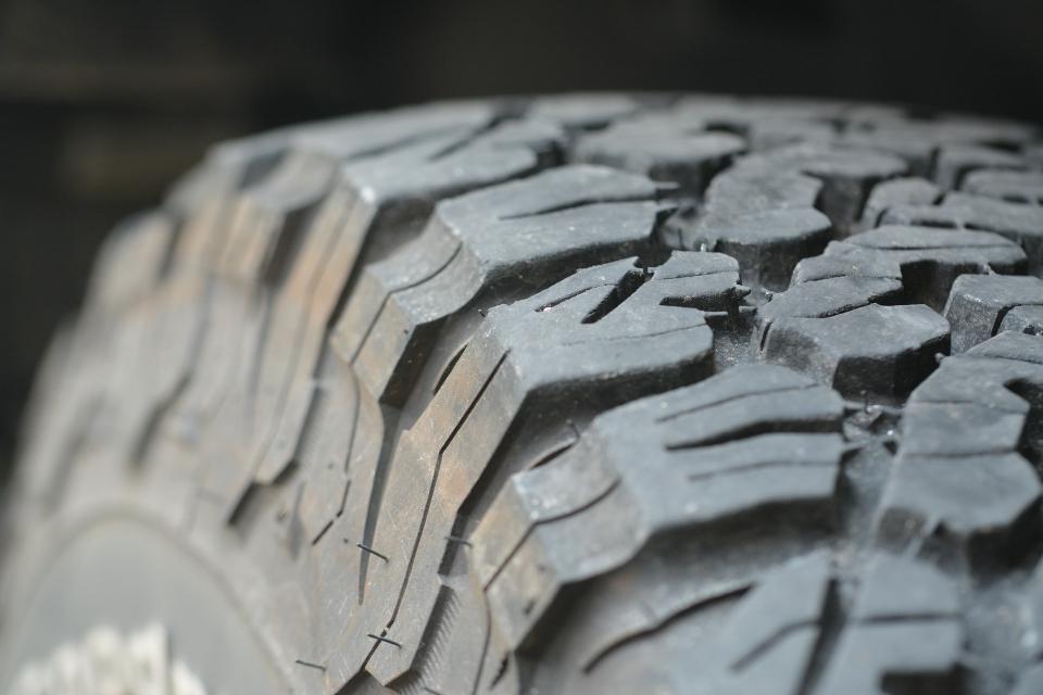 """Акция """"Зима"""" е в ход, а от днес пътните полицаи глобяват за нарушения и липса на гуми, подходящи за студените месеци, съобщава Нова. Пътните полицаи вече..."""