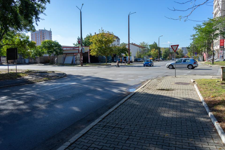 """На 14 ноември, събота, започва изграждането на кръгово кръстовище в Ямбол - на улиците """"Милин камък"""" и """"Търговска"""". Целта на проекта е преустройване на..."""