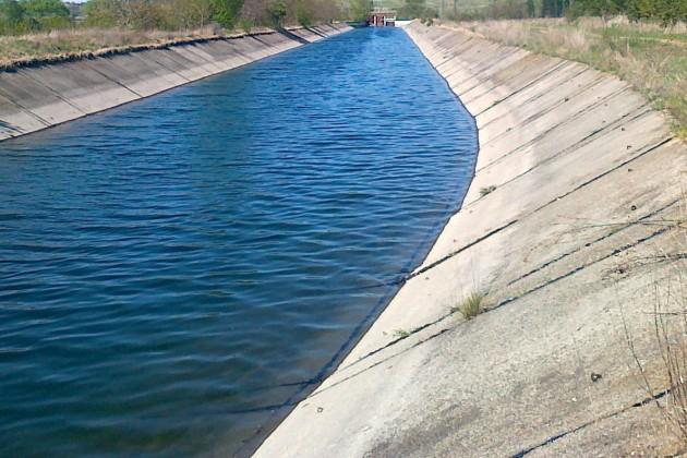 От днес започва поетапното подаване на вода по напоителните канали в районите, в които са постъпили заявления за доставка на вода за напояване. Язовирите...