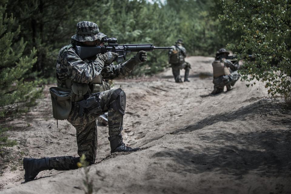 """Тактическо учение с бойни стрелби """"Ответен удар - 2020"""" ще се проведе от 29 септември до 1 октомври на Учебен полигон """"Корен"""", съобщиха от Министерството..."""