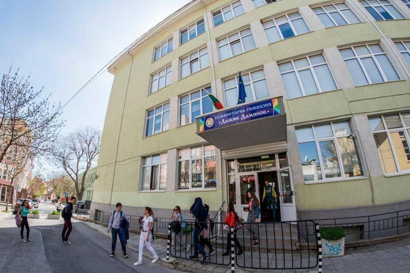 На 18 януари 2020 г. се навършват 85 години от рождението на големия български поет Дамян Дамянов – патрон на хуманитарната гимназия в Сливен. В дните...