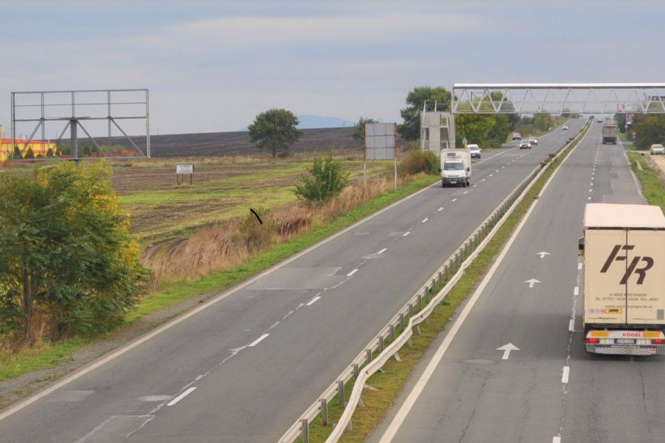 """От 19-ти до 22-ри юли движението по Подбалканския път I-6 при входа на Бургас ще се осъществява двупосочно в платното за София, съобщиха от Агенция """"Пътна..."""