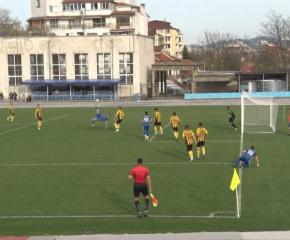 Заради изборите разместифа програмата на футболните първенства