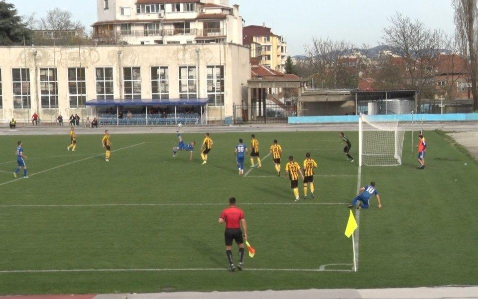 Заради ангажиментите си по време на изборите, на 27 октомври и по време на очаквания втори тур на 3 ноември МВР отказа да обезпечава сигурността на футболните...