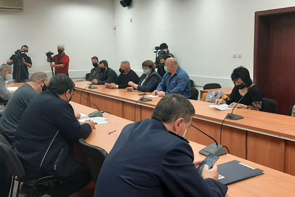 Заседание на Областната епизоотична комисия в Ямбол свиква днес в 10.30 часа областният управител Димитър Иванов, а причината е установяването на огнище...