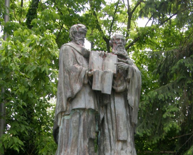 На днешния ден православната църква чества деня на Свети равноапостолни Методий и Кирил. Те са канонизирани като светци за превода и популяризирането на...