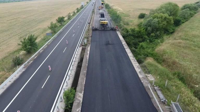 """Ремонтът на автомагистрала """"Тракия"""" беше удължен с още един месец, въпреки обещанието да приключи до края на юни. Строителните дейности между пътните възли..."""
