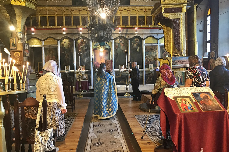 За град Ямбол най-старият християнски храм е изграден в района на ямболската крепост, след нейното възникване след 970 г. Как се е наричал той, засега...