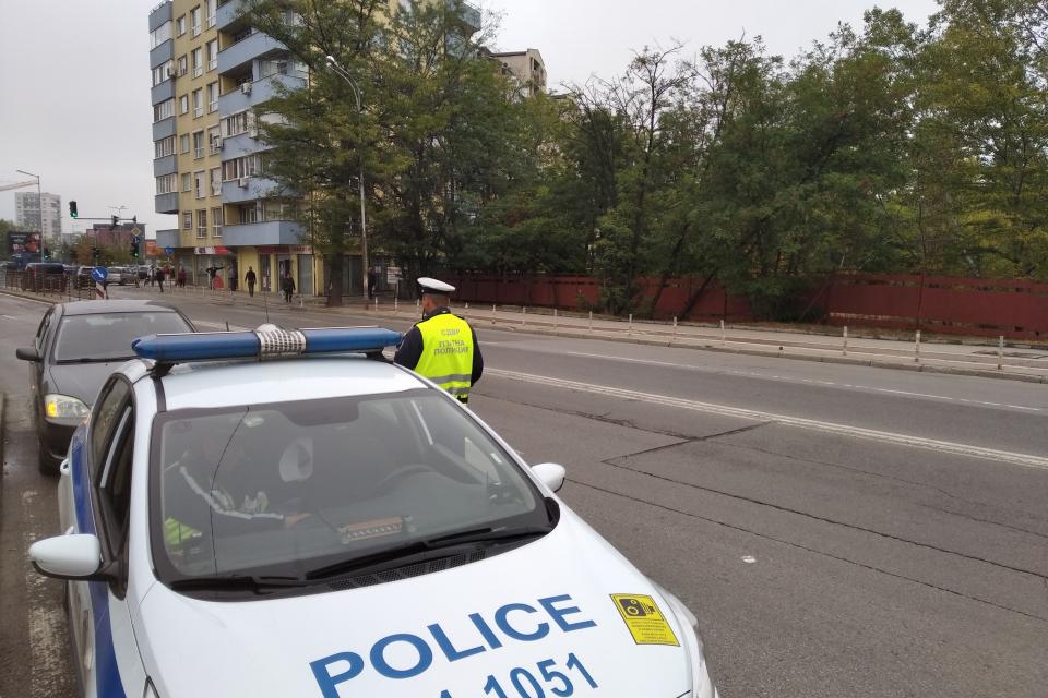 Областна дирекция на МВР – Ямбол изпълнява множество мерки за обезпечаване на обществения ред, безопасността на движението по пътищата, недопускане на...