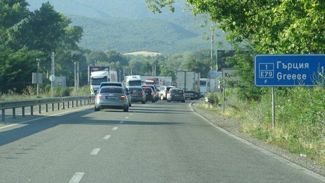 Очаквано - интензивен трафик на прага на трите почивни дни, заради 6 - ти септември, Денят на Съединението, предават от Нова. Трафикът на Юг се засили...
