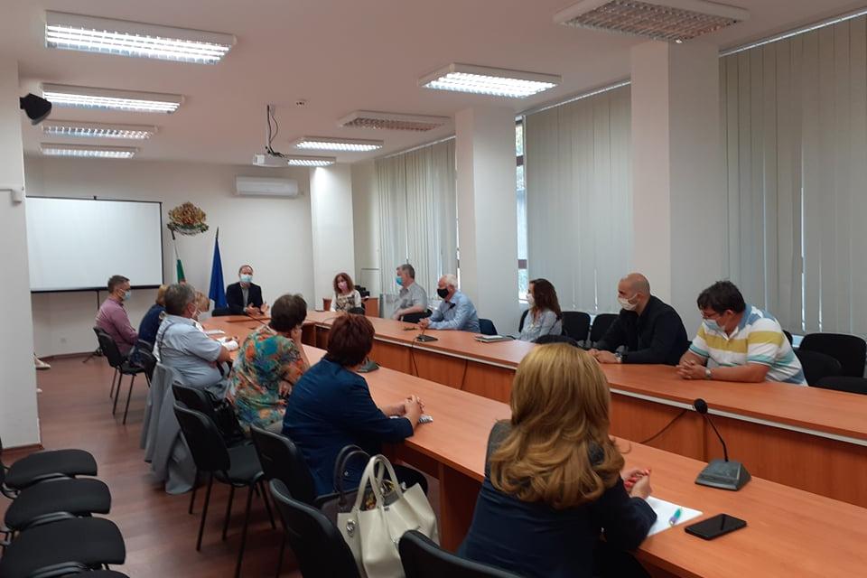 Областният управител на област Ямбол Димитър Иванов проведе работна среща с ръководителите на териториални звена от областта във връзка със спазването...